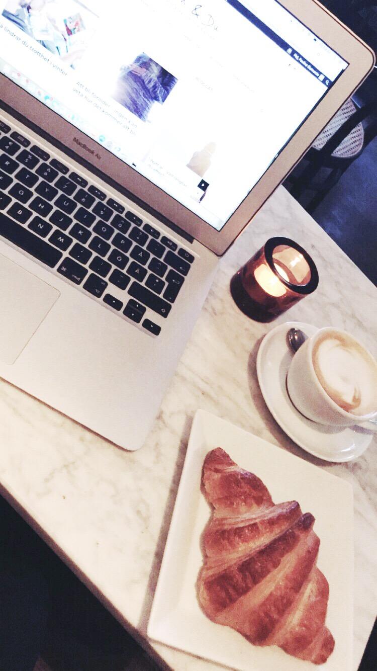kontor på café